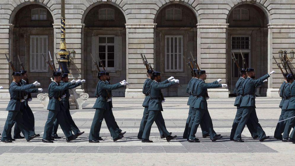 Foto: Relevo solemne de la guardia real (Efe)