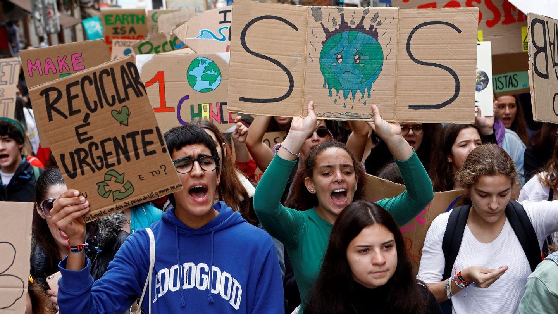 Protesta estudiantil convocada por 'Fridays for Future' en Lisboa, a finales de noviembre. (EFE)