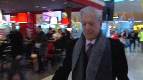 Mario Vargas Llosa, 'pillado' en Barajas tras su cena de Acción de Gracias con los Preysler