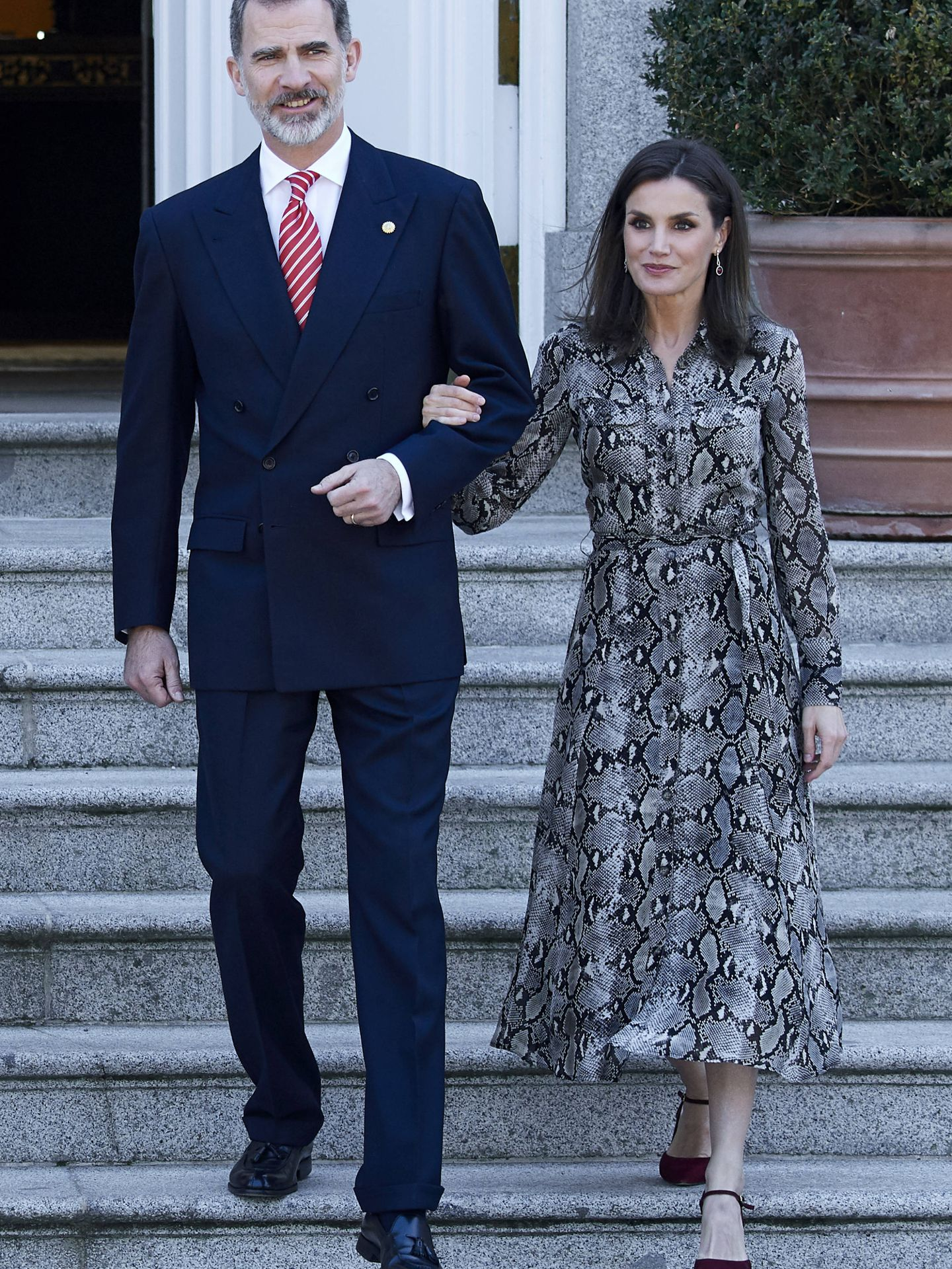 La reina Letizia, con un vestido de Massimo Dutti. (Getty)