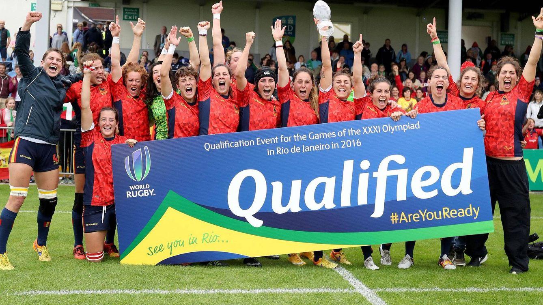Foto: Las Leonas posan con su billete para Río 2016 (Foto: World Rugby)