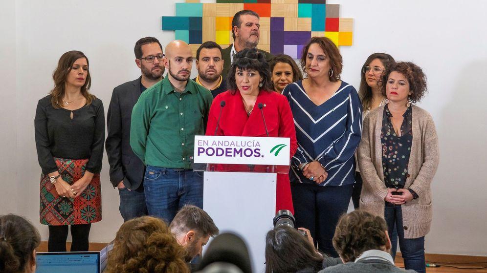 Foto:  La presidenta del grupo parlamentario Adelante Andalucía, Teresa Rodríguez (c). (EFE)