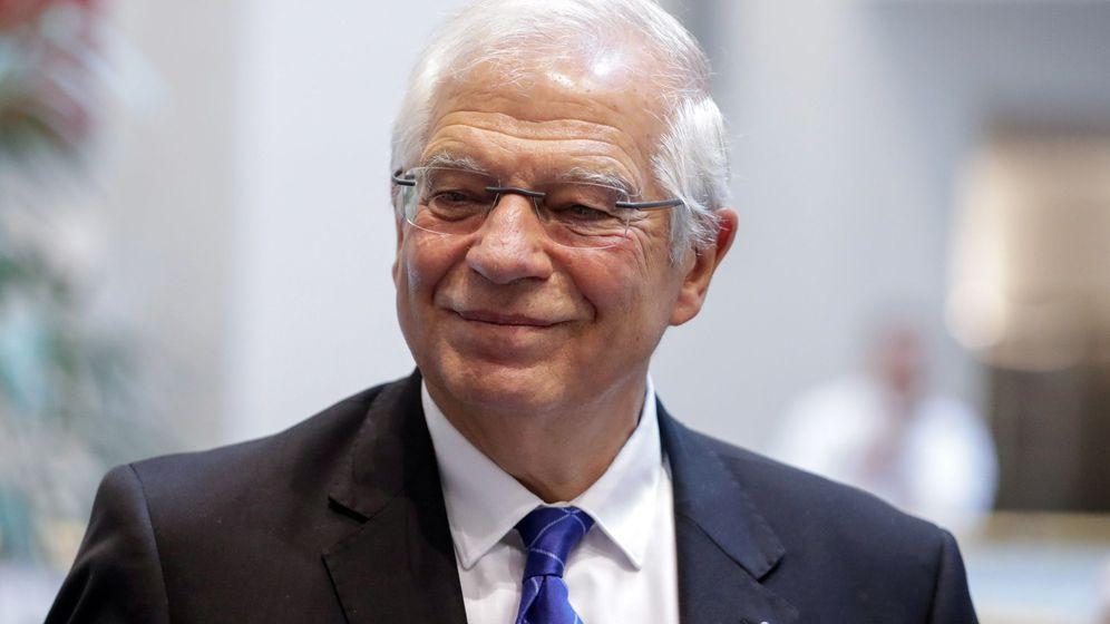 Foto: Josep Borrell tras una rueda de prensa en Bruselas. (EFE)