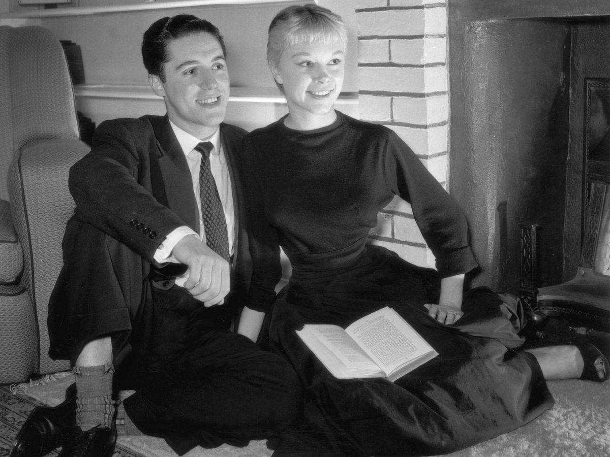 Foto:  Zoe Newton y David Barclay, en una imagen de 1955. (Getty)