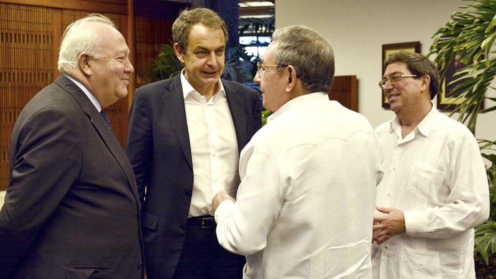 La gira 'lobbista' de Zapatero y Moratinos: petróleo y mercancías