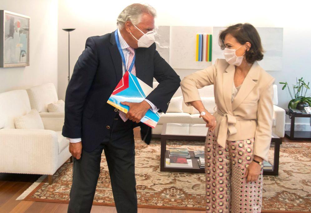 Foto: Carmen Calvo, con el presidente de la Federación de Comunidades Judías de España (FCJE), Isaac Benzaquén, este 22 de julio. (EFE)