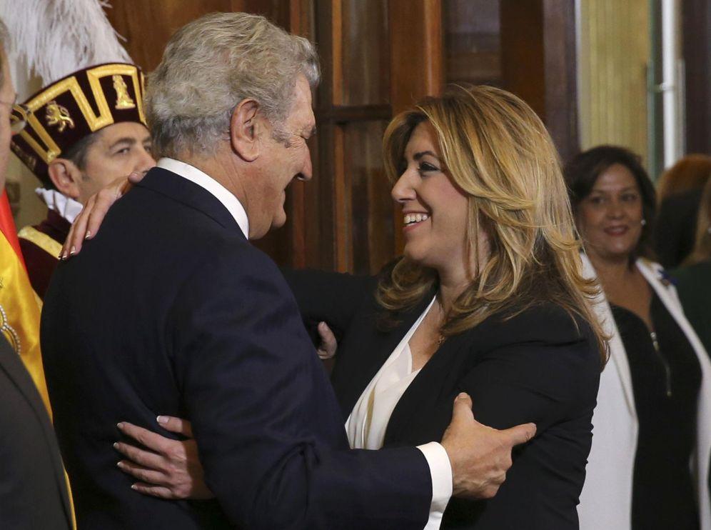 Foto: Susana Díaz saluda al presidente del Congreso, Jesús Posada, a su llegada a la recepción por el 37º aniversario de la Constitución, este 6 de diciembre. (EFE)