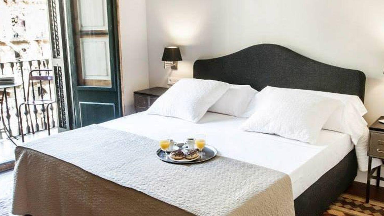 Habitación con balcón en el hotel We Boutique, en Barcelona. (Cortesía)