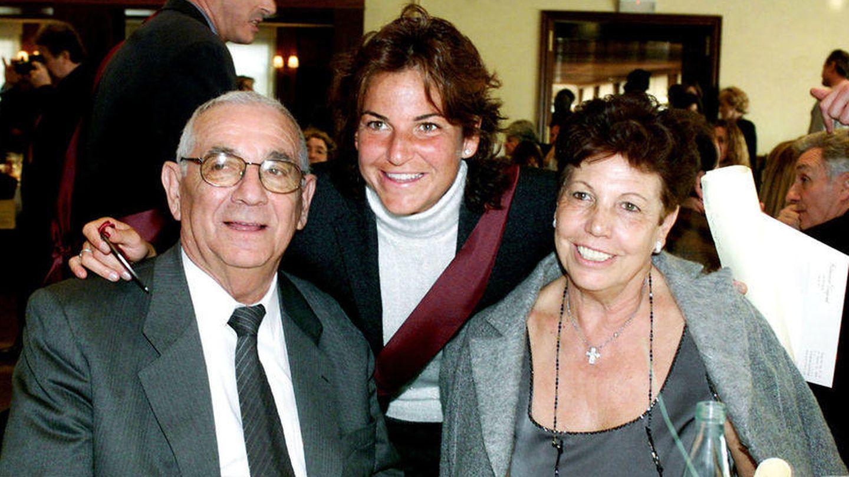 Arantxa Sánchez Vicario con sus padres, una vida en fotos.