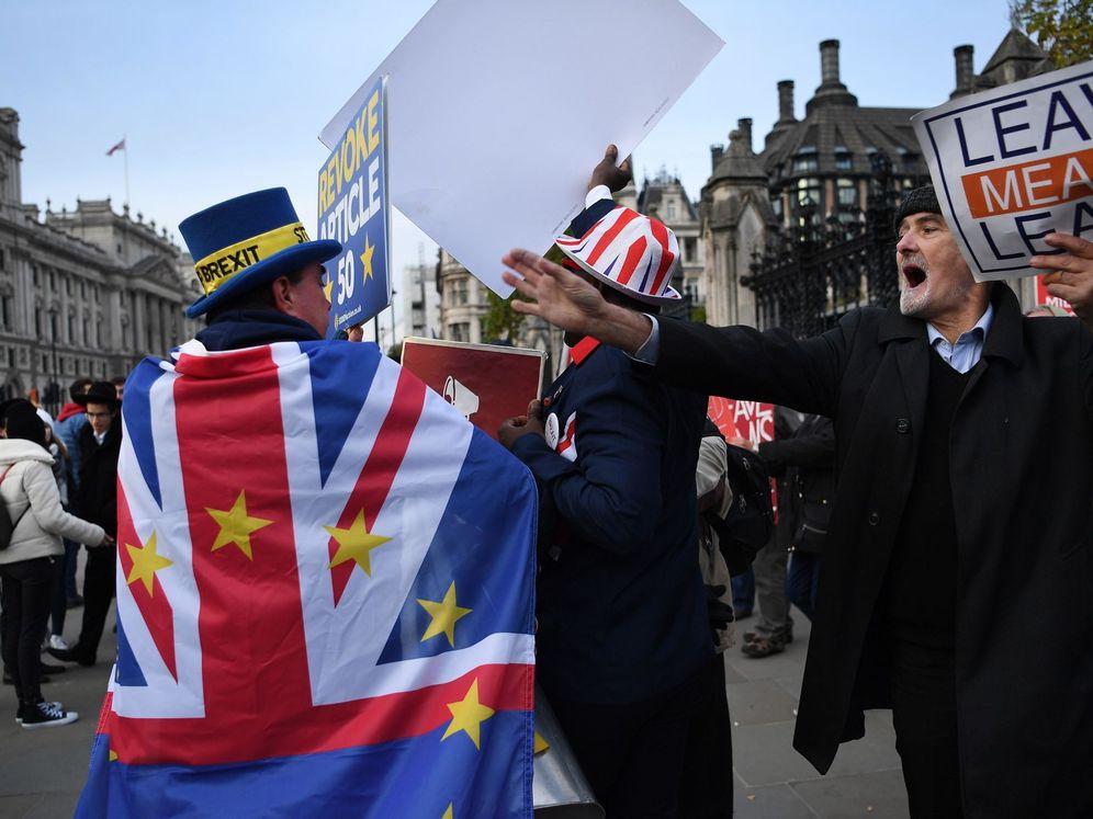 Foto: Partidarios del Brexit y de la permanencia en la UE, en una manifestación reciente en Londres. (Reuters)
