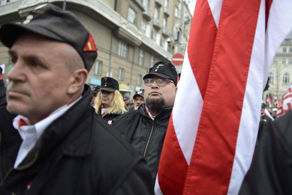 Foto: Miembros del partido Jobbik conmemoran el 167º aniversario del estallido de la guerra de independencia húngara contra el Imperio de los Habsburgo. (Reuters)