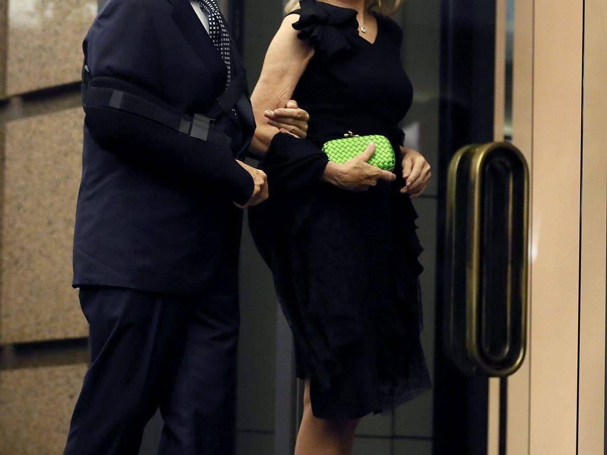Foto: Alfonso Cortina y su esposa, Miriam Lapique. (EFE)