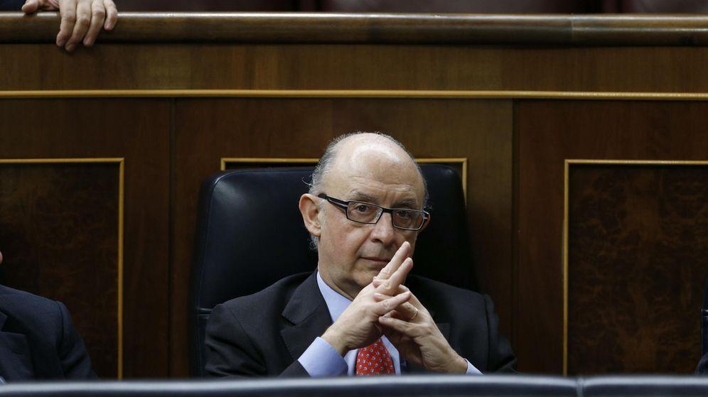 Foto: El ministro de Hacienda, Cristóbal Montoro, durante la segunda jornada del debate del estado de la Nación (Efe).