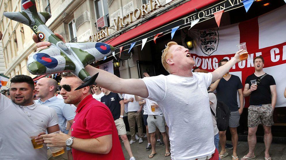 'Hooligans' ingleses siembran el caos en Marsella: piedras, sillas, detenidos...