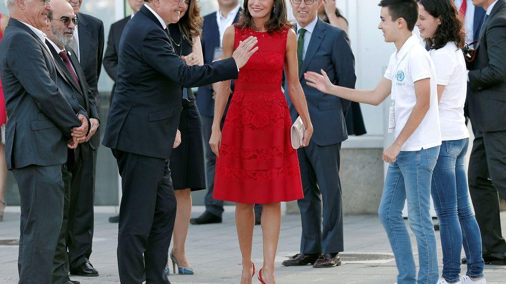 Foto: La Reina Letizia, con Ximo Puig y Joan Ribó, en la inauguración del CEMAS. (EFE)