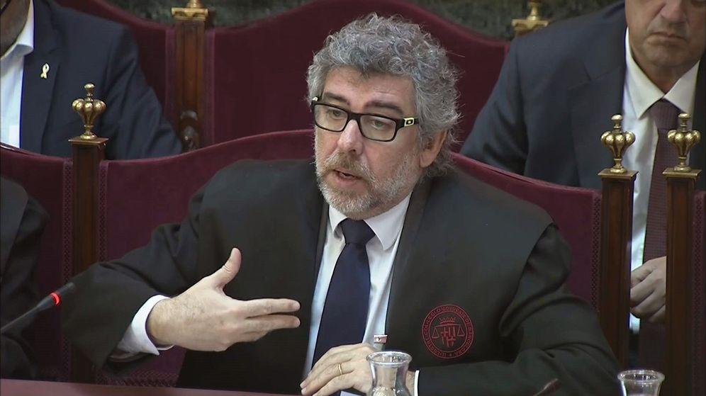 Foto: Imagen tomada de la señal institucional de Tribunal Supremo del abogado Jordi Pina, defensa de Josep Rull, Jordi Turull y Jordi Sánchez. (EFE)