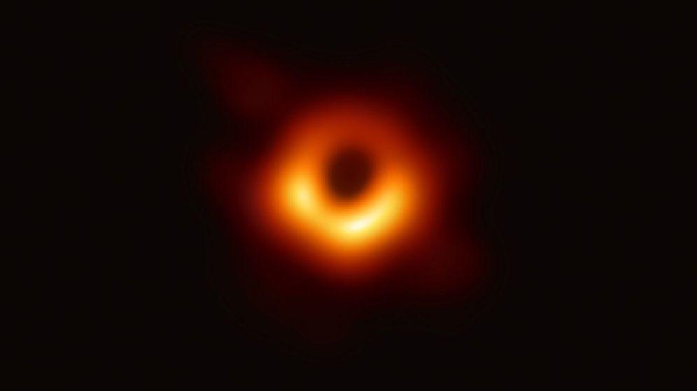 Foto: Primera imagen de un agujero negro distinguida como descubrimiento del año. Foto: EFE