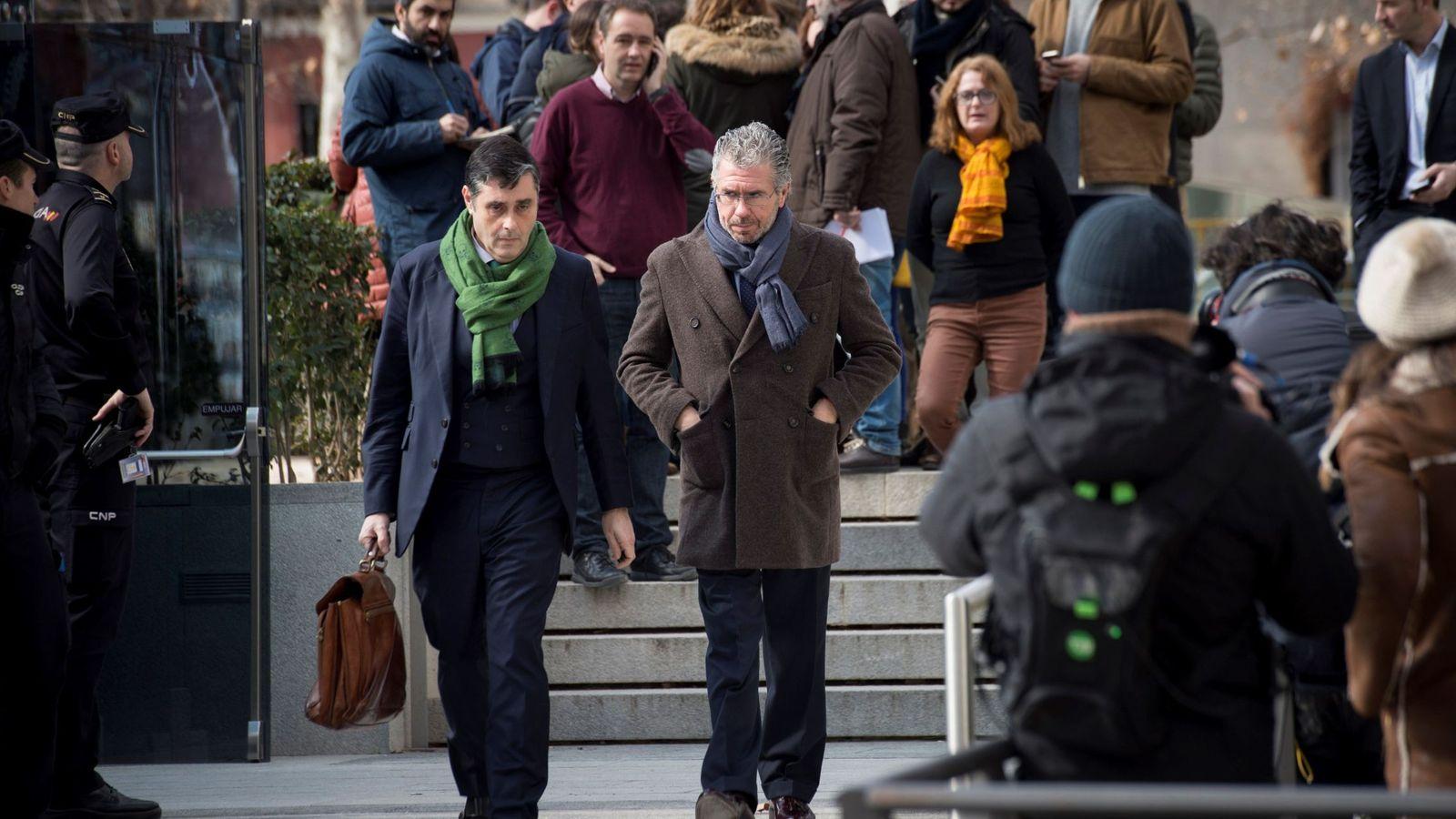 Foto: El exconsejero madrileño, exdirigente del PP y presunto cabecilla de la trama Púnica, Francisco Granados, a su salida de la sede de la Audiencia Nacional. (EFE)