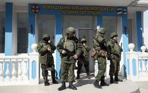 Ucrania prepara la evacuación de Crimea tras la toma de sus bases