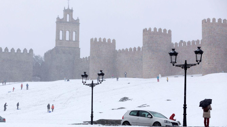 Alerta en media España: vías cortadas, la Alhambra nevada y una mujer fallecida