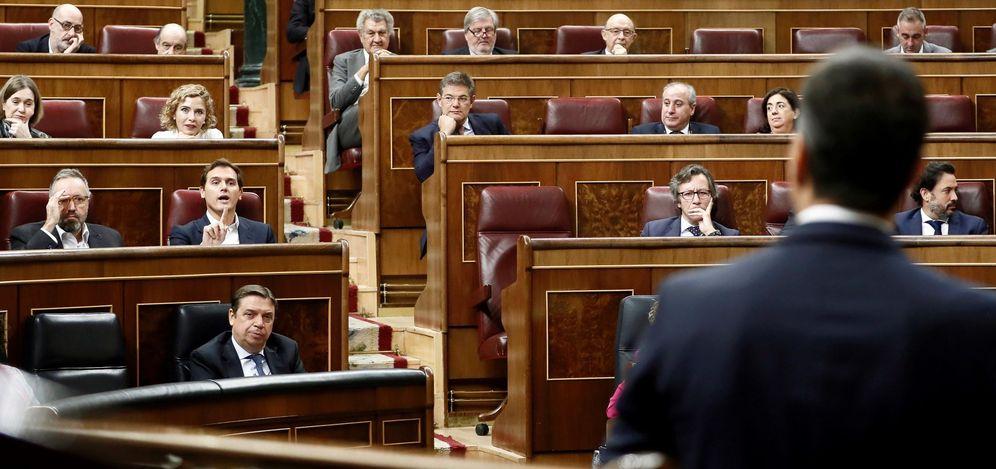 Foto: Albert Rivera se dirige a Pedro Sánchez en el Congreso de los diputados. (EFE)