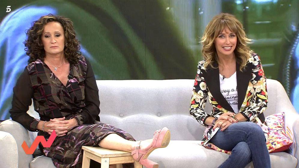 Foto: Dulce Lapiedra y Emma García, en 'Viva la vida'. (Telecinco)