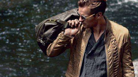 Hombres muy guapos: los básicos que necesitas en tu neceser de viaje