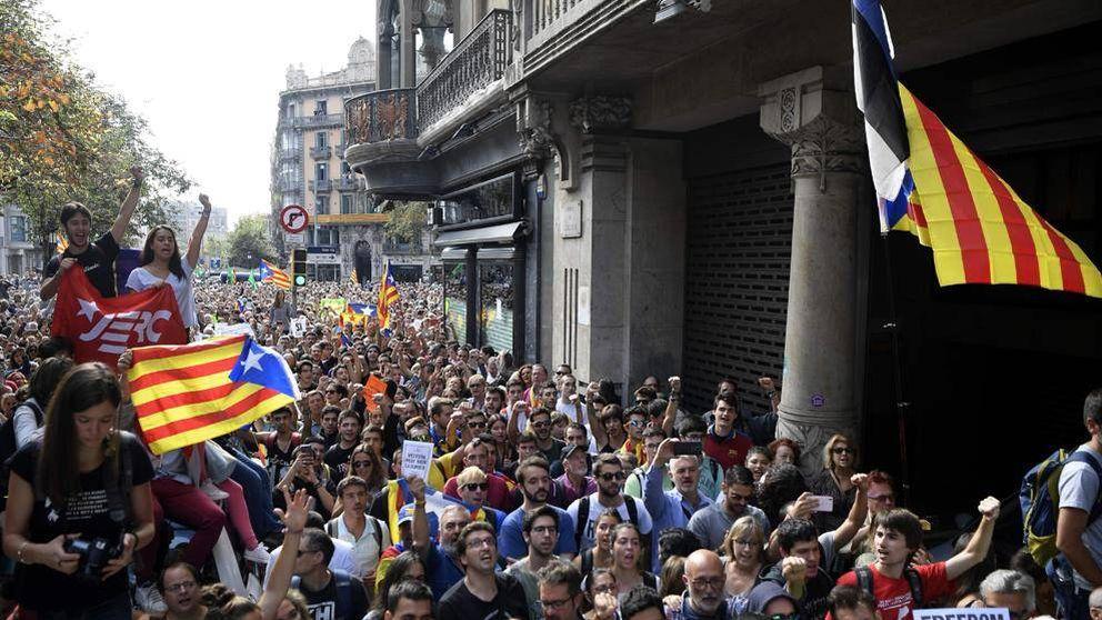 En directo en la manifestación frente a la Conselleria de Economía en Barcelona