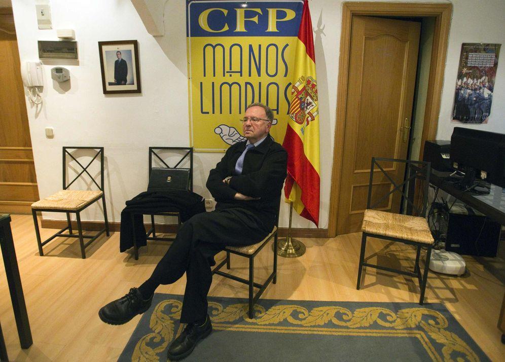 Foto: El secretario general de Manos Limpias, Miguel Bernad (Efe)