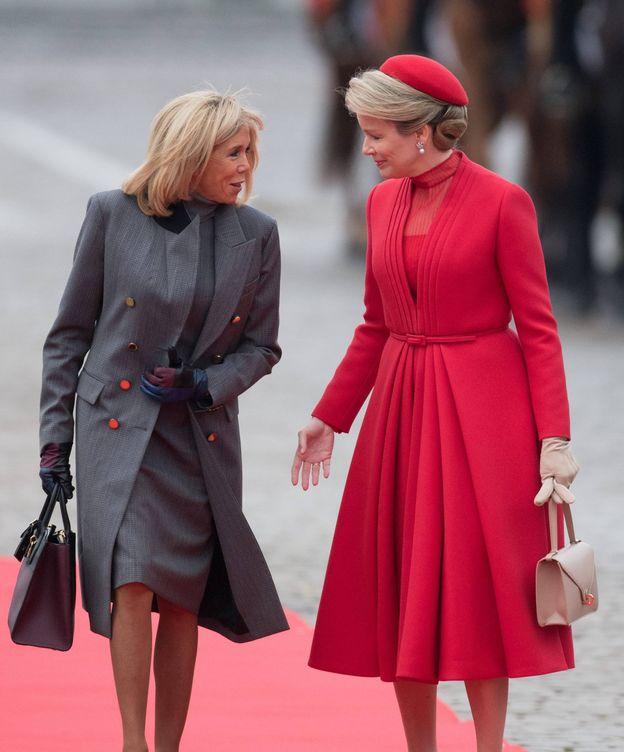 Foto: Macron y la reina Matilde durante su primer encuentro. (Cordon Press)