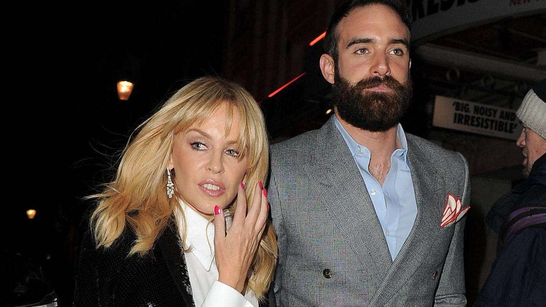 Foto: Kylie Minogue y Joshua Sasse (Gtres)