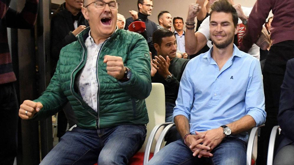 Foto: El entrenador de la Cultural Leonesa muestra su alegría tras el sorteo de Copa del Rey. (EFE)