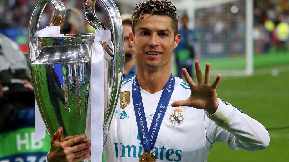 Foto: Cristiano Ronaldo con la Champions, la quinta en su palmarés, ganada en Kiev contra el Liverpool. (Efe)