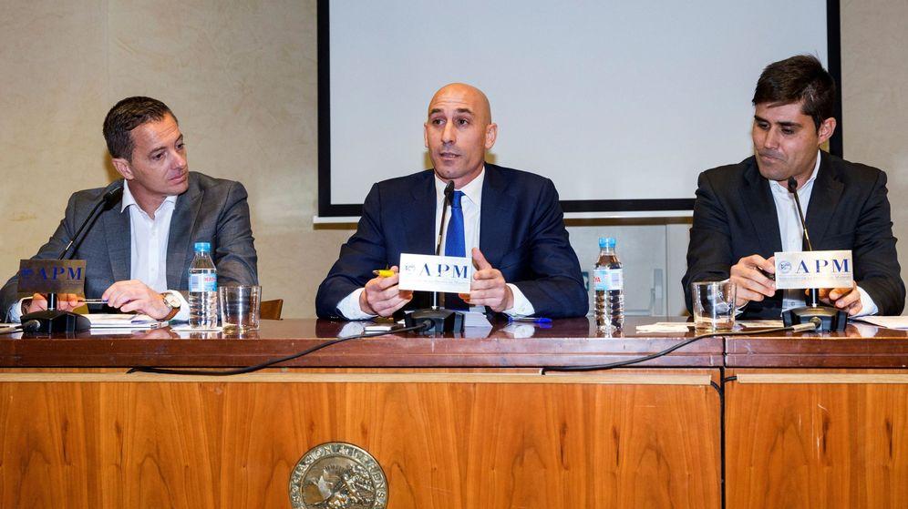 Foto: Jesús Alberto Díaz Peramos, Luis Rubiales y David Aganzo, durante una rueda de prensa. (EFE)