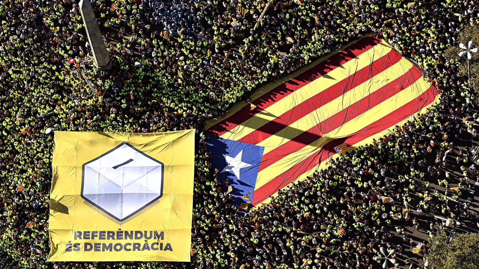 Foto: Fotografía aérea facilitada por la ANC de los miles de personas que abarrotaron el paseo de Gracia de Barcelona durante la tradicional manifestación convocada con motivo de la Diada. (EFE)
