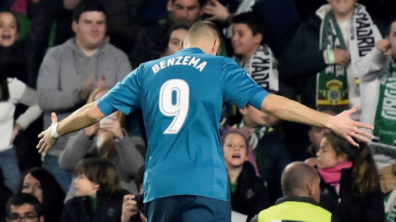 Benzema celebra un gol en Liga. (EFE)
