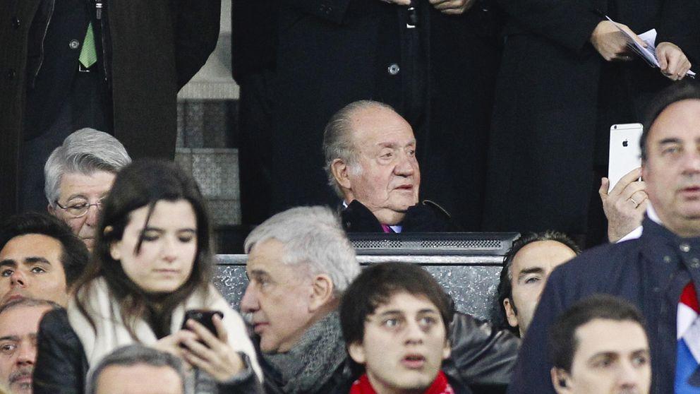Don Juan Carlos y Cayetano Martínez de Irujo, los más buscados en el Vicente Calderón