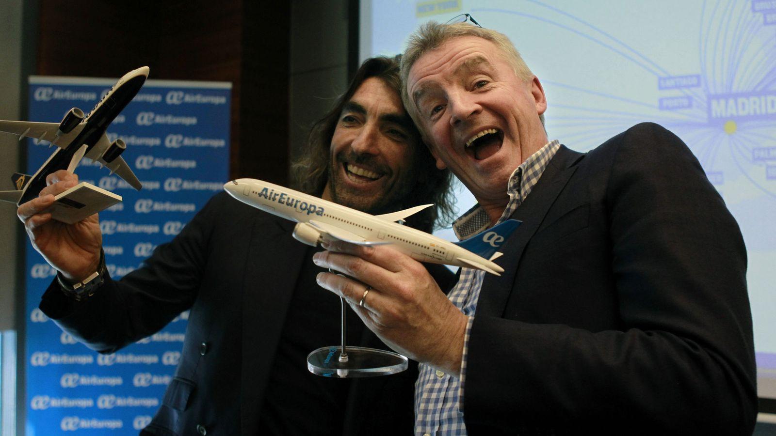 Foto: El consejero delegado de Ryanair, Michael O'Leary (d), y el consejero ejecutivo de Globalia, Javier Hidalgo. (EFE)