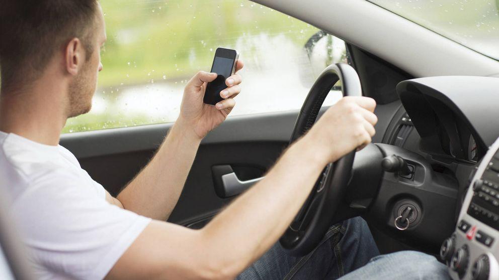 La DGT equipara usar el móvil al consumo de alcohol o drogas y quitará 6 puntos