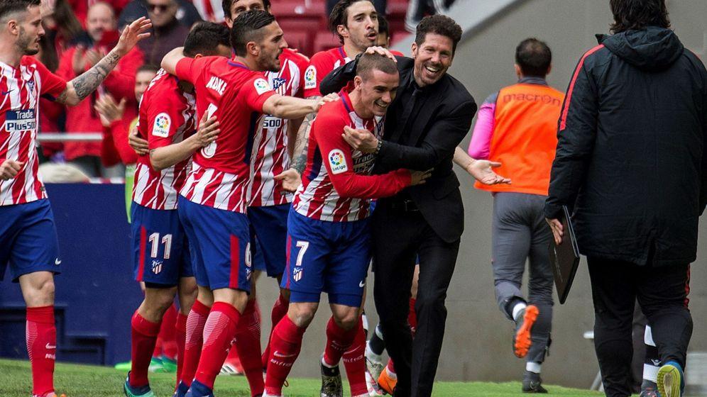 Foto: Simeone y Griezmann celebrando un gol en el Metropolitano. (EFE)