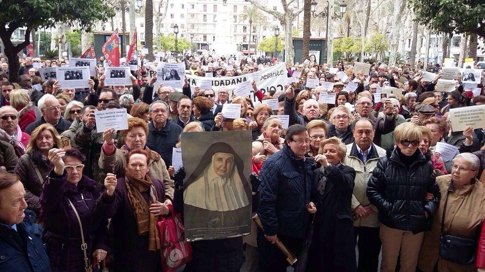 Foto: Una moción por un Estado laico pone a centenares de sevillanos en pie de guerra. (EC)