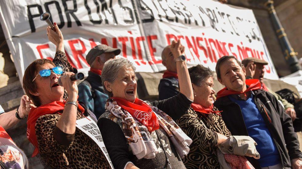 Foto: Protestas de pensionistas en Bilbao. (EFE)