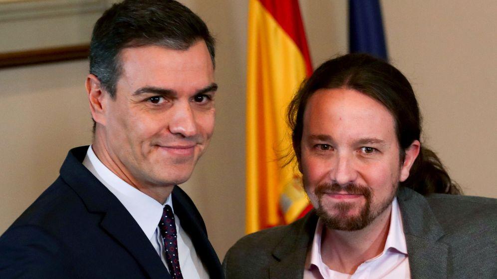 Foto: Pedro Sánchez y Pablo Iglesias, en la firma del preacuerdo. (Reuters)