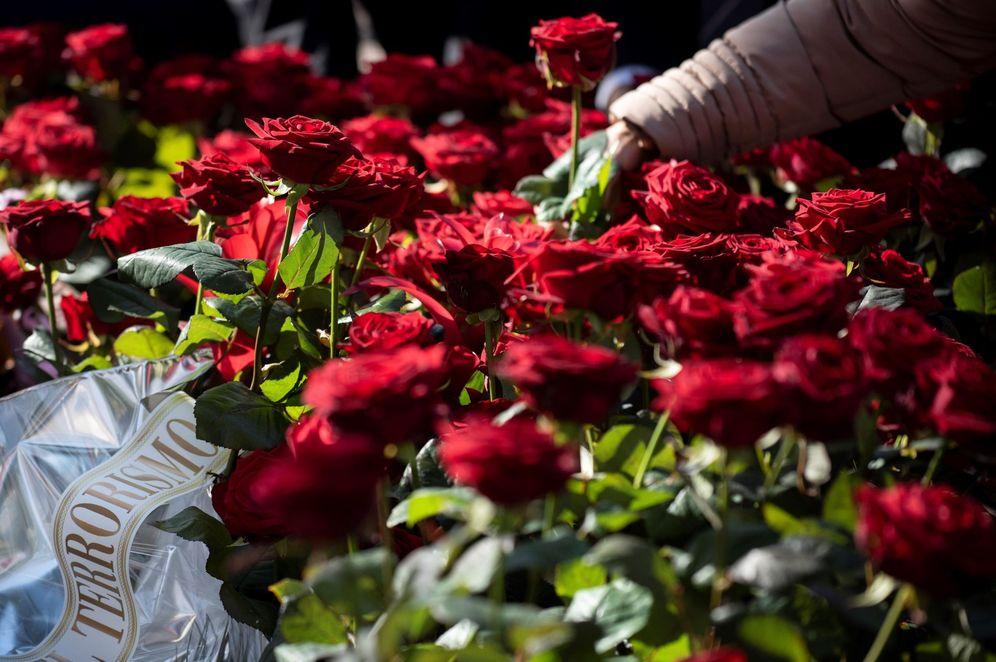 Foto: Homenaje floral al político socialista Fernando Buesa y a su escolta, el 'ertzaina' Jorge Díez, asesinados por ETA. (EFE)