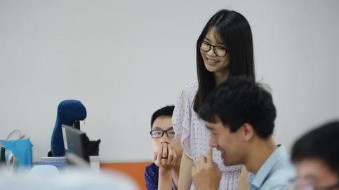 La última moda en China: 'compañeras complacientes' que animan a los empleados