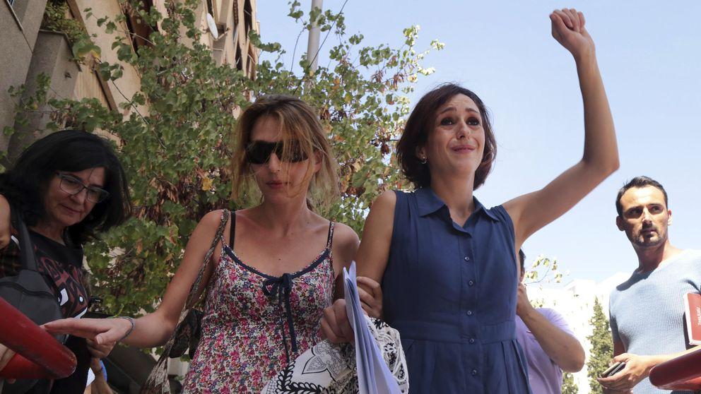 La salida exultante de Juana Rivas del juzgado