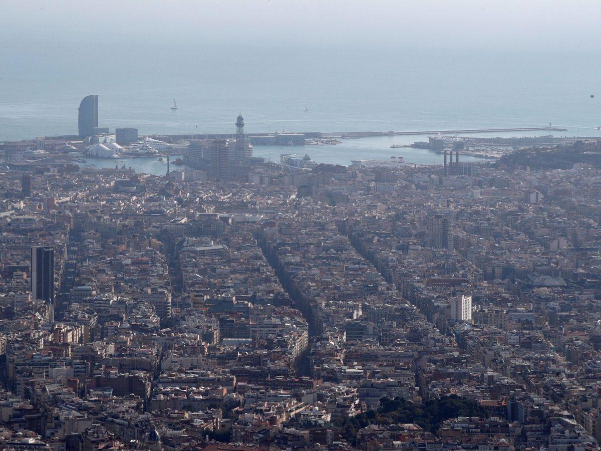 Foto: La contaminación del aire es uno de los grandes problemas de Barcelona (EFE/Alejandro García)