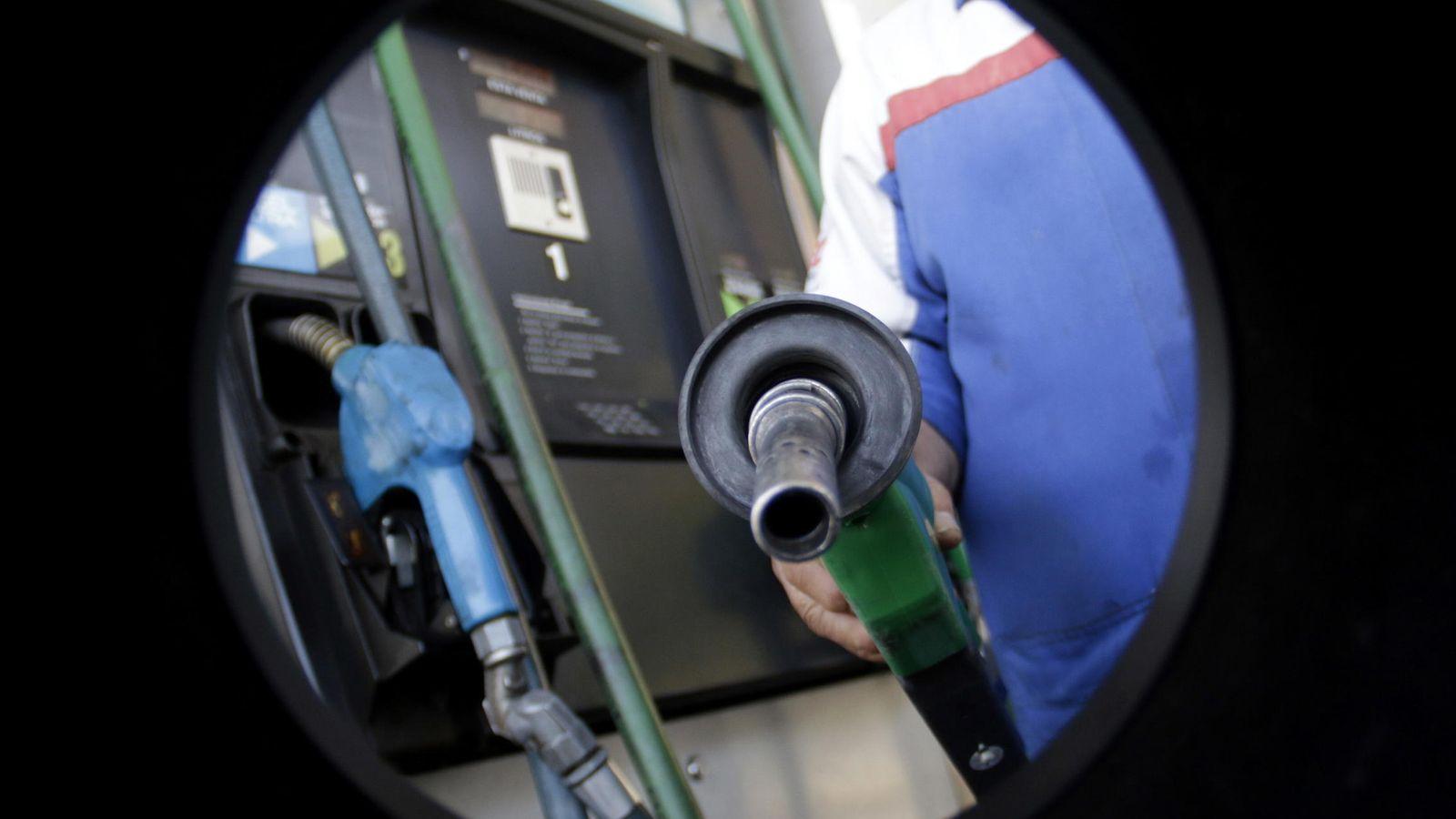 Foto: ¿Quiere echar gasolina con descuento? Apunte estas cuentas y tarjetas bancarias