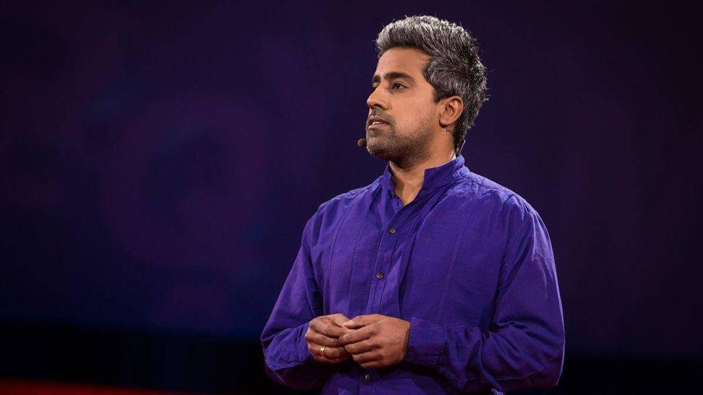 Foto: El autor, en una de las charlas Ted que le lanzaron a la fama.
