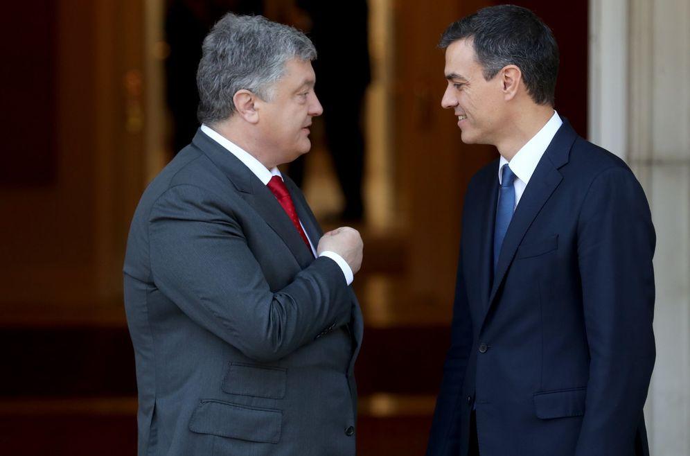Foto: Pedro Sánchez recibe al presidente de Ucrania, Petro Poroshenko, este 4 de junio en La Moncloa. (EFE)